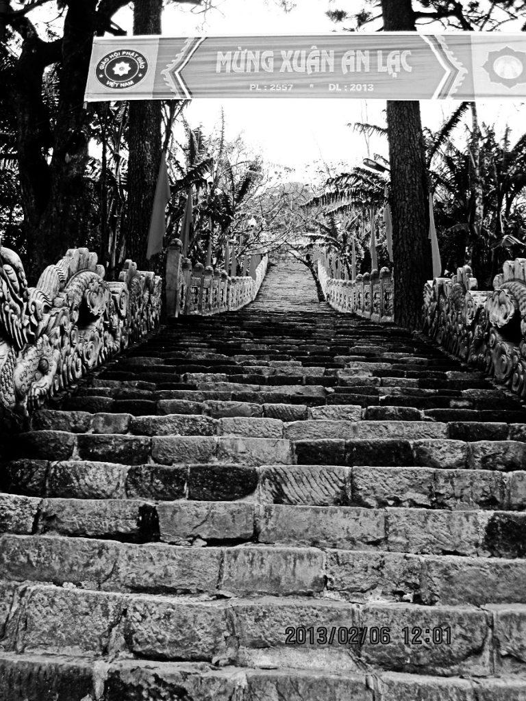 Đường lên chùa Hoa Yên