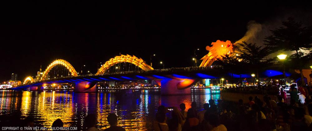 cầu rồng địa điểm du lịch nổi tiêng ở đà nẵng
