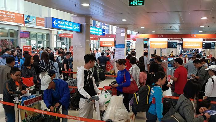 Sân bay dịp Tết với hàng nghìn lượt khách