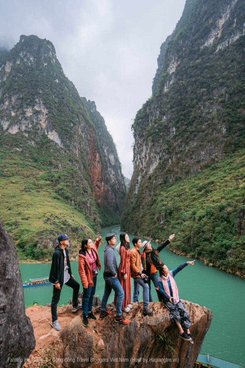 Vách đá trên sông Nho Quế